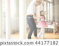 父親和女兒玩 44177182