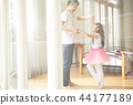 父親和女兒玩 44177189