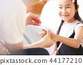 父亲和女儿玩 44177210