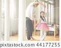 父親和女兒玩 44177255