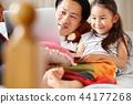 父亲和女儿玩 44177268