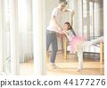 父親和女兒玩 44177276