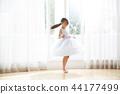 มีหญิงสาวในการแต่งกาย 44177499
