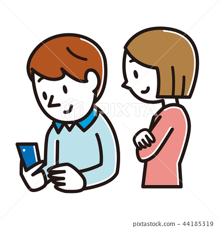 看智能手機的一對年輕夫婦 44185319