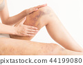 지방 흡입 흉터 여성 (흰색 배경) 44199080