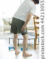 中年男子肌肉疼痛 44213055