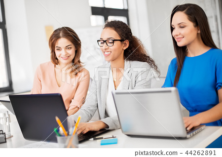 businesswomen with laptop working at office 44262891