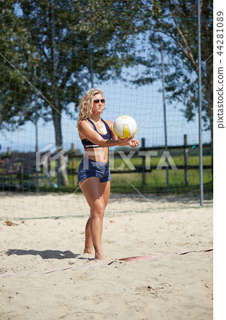 BEACH VOLLEY 44281089
