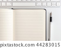 white table notepad, keyboard and fountain pen 44283015