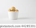 喘气的油酥点心法国甜点白色背景 44285301