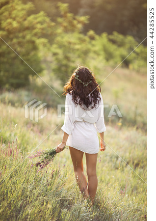 Natural beauty girl with bouquet of flowers outdoor in freedom enjoyment concept. 44285525
