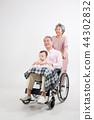 노부부, 병원 방문, 휠체어 생활 44302832