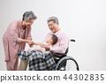 노부부, 병원 방문, 휠체어 생활 44302835
