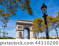 View to the Triumphal Arch in Paris, France 44310200