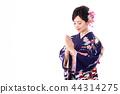 一个穿着和服的女人 44314275