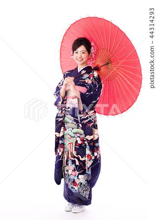 A woman in a kimono 44314293