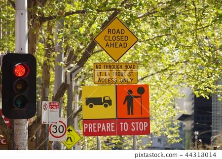 Road sign for Melbourne 44318014
