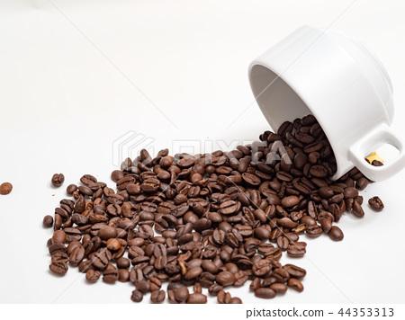 咖啡豆與咖啡杯 44353313