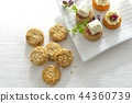 Canapes, party food / canape, party food 44360739