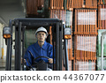 Male worker operating a forklift 44367077