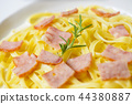 Closeup spaghetti carbonara with bacon and cheese 44380887