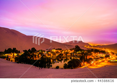 Oasis, Peru, Wakatina 44386616