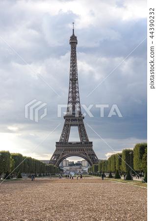 Eiffel Tower sunset views 44390232