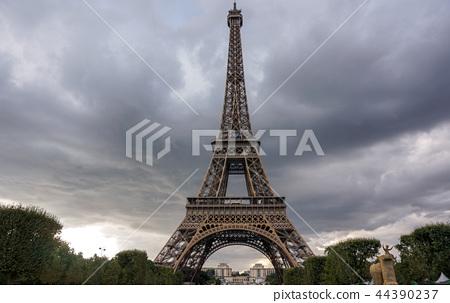 Eiffel Tower sunset views 44390237