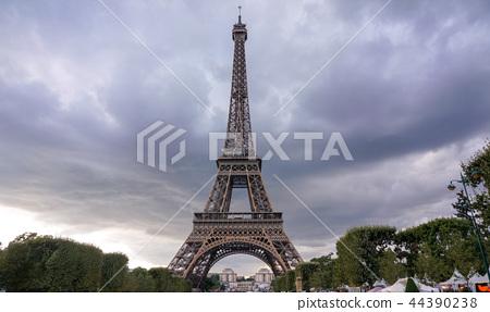 Eiffel Tower sunset views 44390238