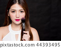 woman take makeup brush 44393495