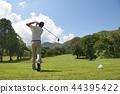 man playing golf  44395422