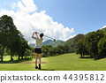 woman playing golf 44395812