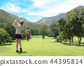 woman playing golf 44395814