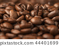 Close up pile of Coffee beans 44401699
