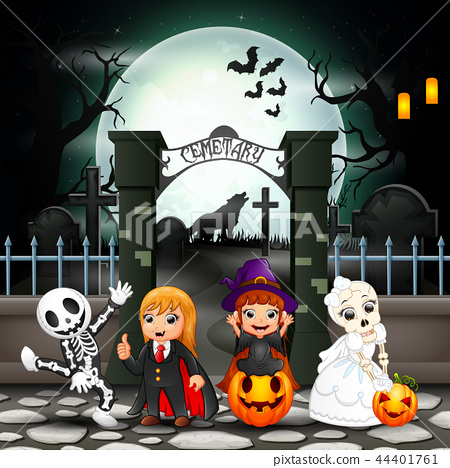 Cartoon happy kids with Halloween costume 44401761