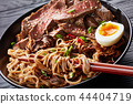 a bowl of soba with sliced roast beef 44404719