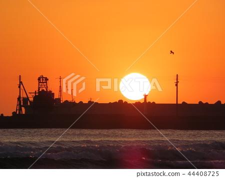 Sunset on Inama beach 44408725