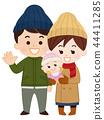 คู่หนุ่มสาวและทารกในเสื้อผ้าฤดูหนาว 44411285