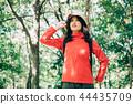 등산을하는 여성 44435709