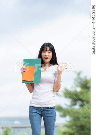 캠퍼스 대학생 여자 여성 젊음 44455590