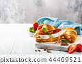 Sandwich croissant with goat cheese 44469521