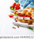 Sandwich croissant with goat cheese 44469522