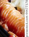 與三文魚和白色魚的壽司 44477378