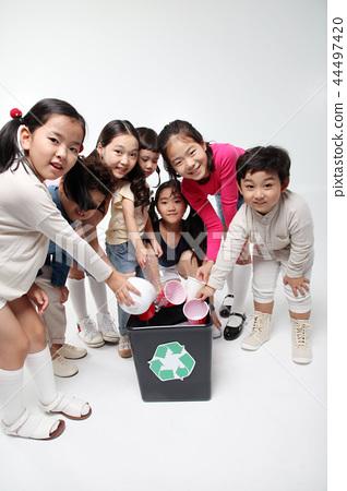 공중도덕을 지키는 어린이들 44497420