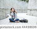 젊은여자, 대학생,한국,여행,돌담길, 카메라, 서울 44498696