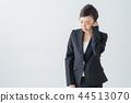 [與剪切路徑]女人抱著一隻耳朵 44513070