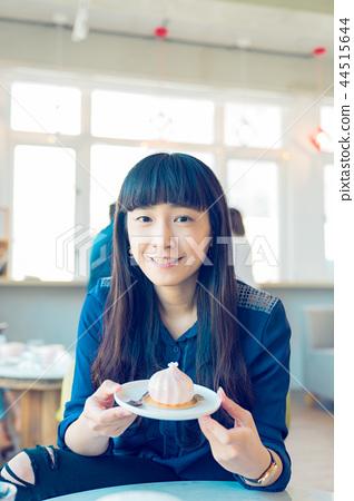 亞洲人 台灣 亞洲 女性 女人 法式 日式 甜點 蛋糕 覆盆莓 生乳酪塔 蔓越莓 草莓下午茶 44515644