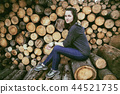 wooden log background and girl 44521735