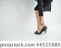 靴擦れ을 걱정하는 여성 44525980