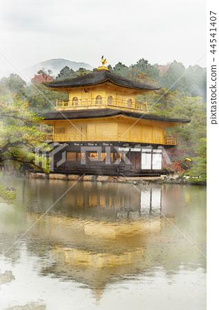 Kinkakuji水彩绘画,秋叶在京都,日本 44541407